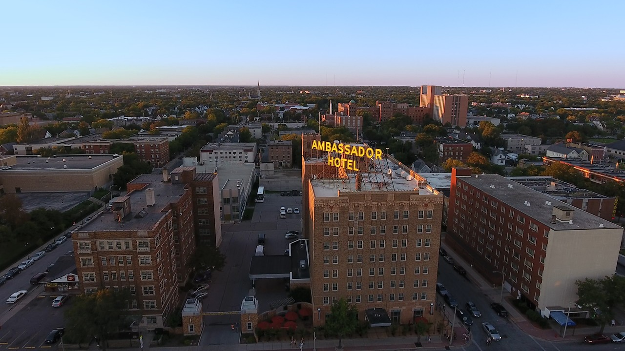 Milwaukee hotels ambassador hotel milwaukee wi check rates solutioingenieria Gallery