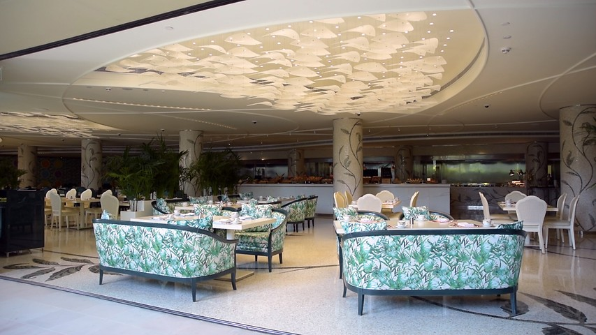 Giardino, restaurant for breakfast or dinner at Palazzo Versace