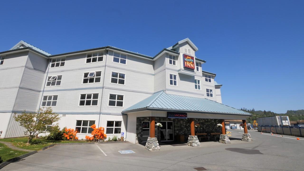 Welcome To The Quarterdeck Inn Marina Resort Port Hardy Hotel